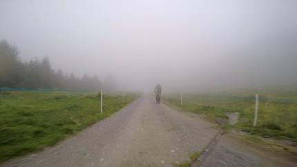 Auf der Abfahrt finden wir den Nebel wieder.